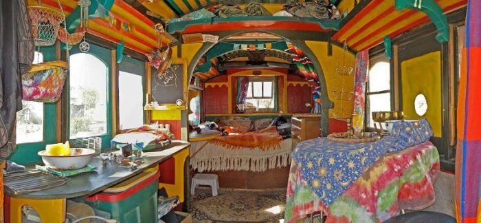 colorful_gypsy_caravans_03