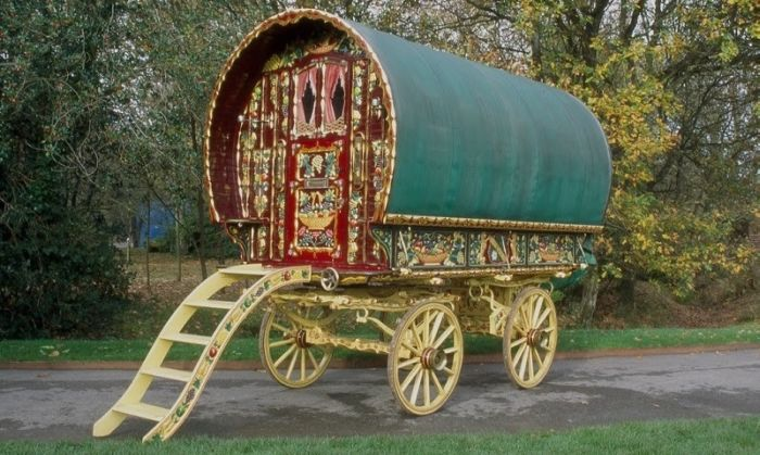 colorful_gypsy_caravans_04