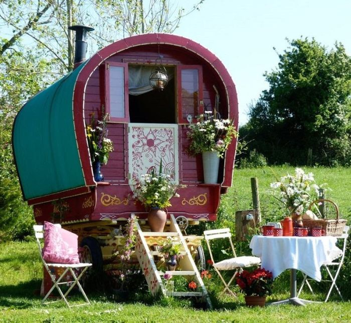 colorful_gypsy_caravans_06